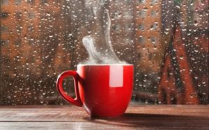 Sledování deště z okna útulného domu vám slibuje nové zajímavé kroky