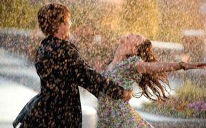 Ke změnám v jeho osobním životě tanec v dešti sní